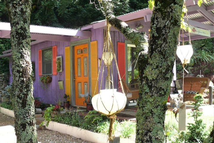 THE WABI-SABI INN:  Studio Cottage Respite