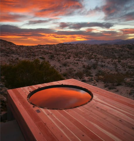 Joshua Tree Green Haus /w Hot Tub - Yucca Valley