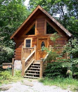Cozy Romantic Log Cabin w/Jacuzzi  - 盖林柏格(Gatlinburg) - 小木屋