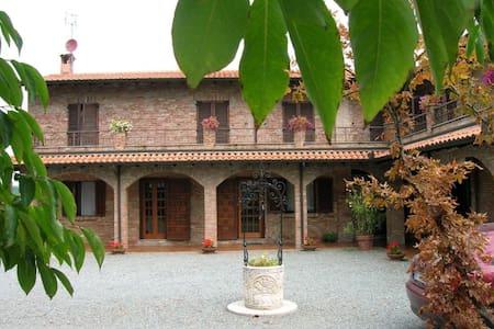 ENJOY WINE & MONFERRATO! Tenuta Tre Palme - Mombaruzzo - 別荘