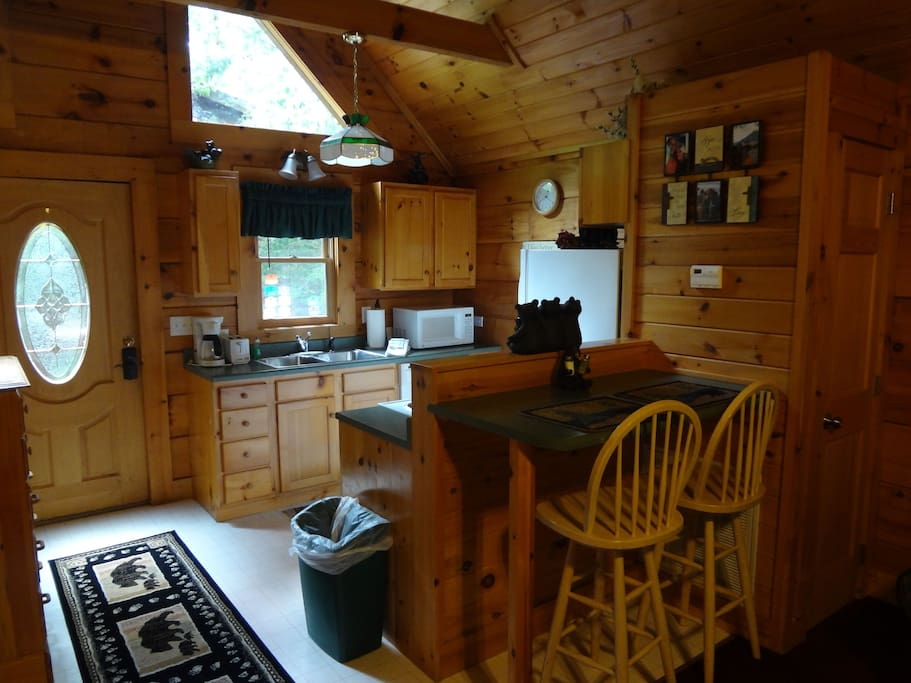 Cozy romantic log cabin w jacuzzi cabins for rent in for South carolina honeymoon cabins
