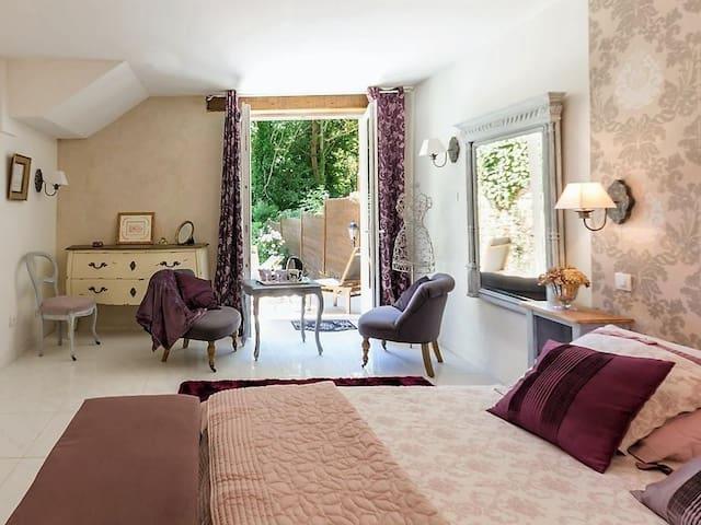Double room-Superior-Ensuite with Shower-Terrace-Chambre Romantique
