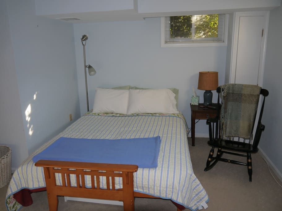 Super comfortable queen bed with fresh, soft linens.