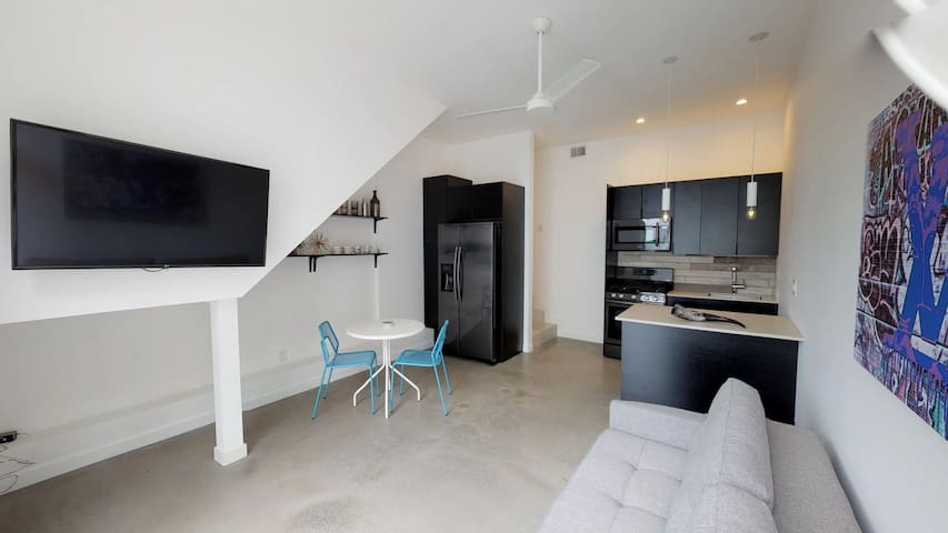 Modern & Hip Spacious 1 Bedroom in Little Italy!
