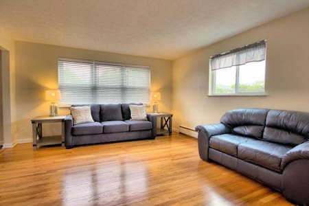 Charming apartment in Courthouse Square.