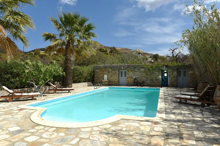 Superb Villa for 9 and  private pool in Poseidonia