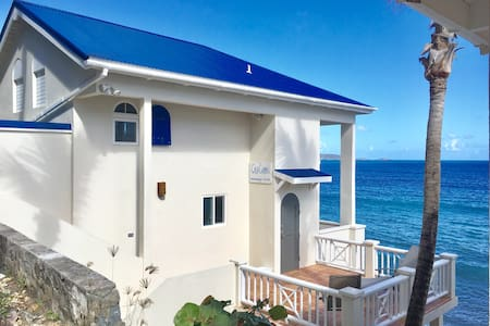 Casa Caribe Loft, Oceanfront with Air Conditioning