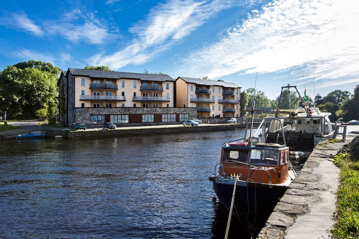 Second Floor Harbourside Apartment with river view - Newport