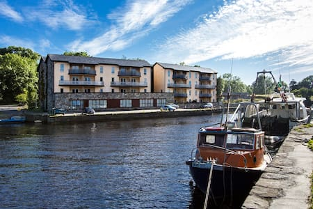 Second Floor Harbourside Apartment with river view - Newport - Appartement en résidence
