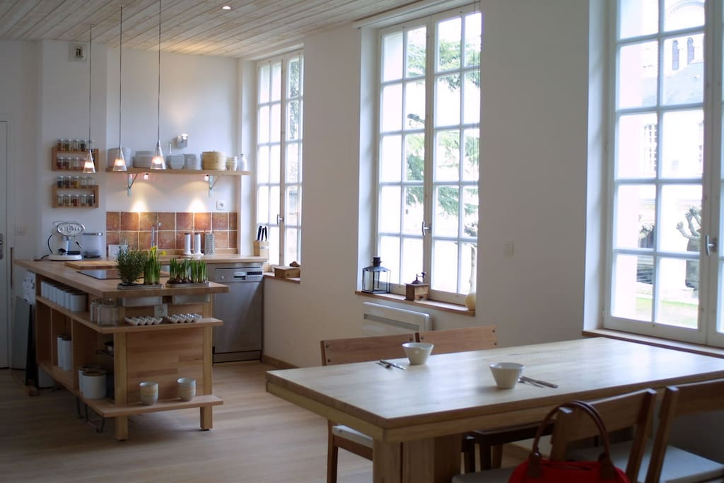 Cuisine et table du salon