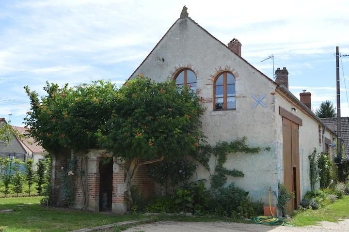 LOGEMENT à la campagne, proche Orléans et Chambord
