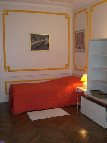Single Room : 70 euros per night