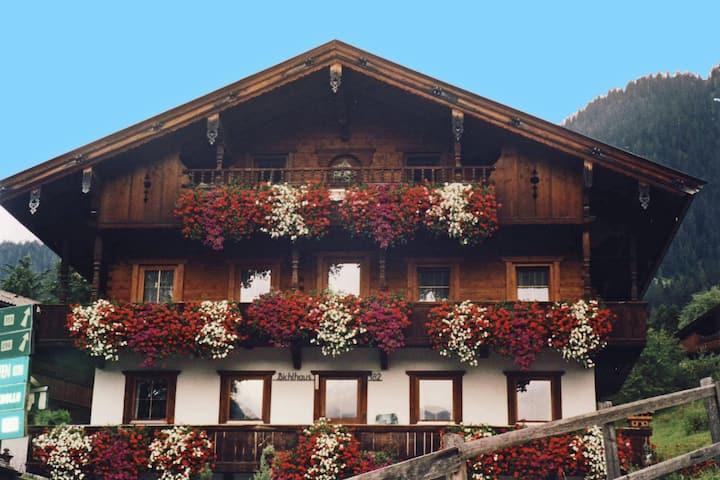 Zentrale Ferienwohnung in Alpbach mit Parkmöglichkeit