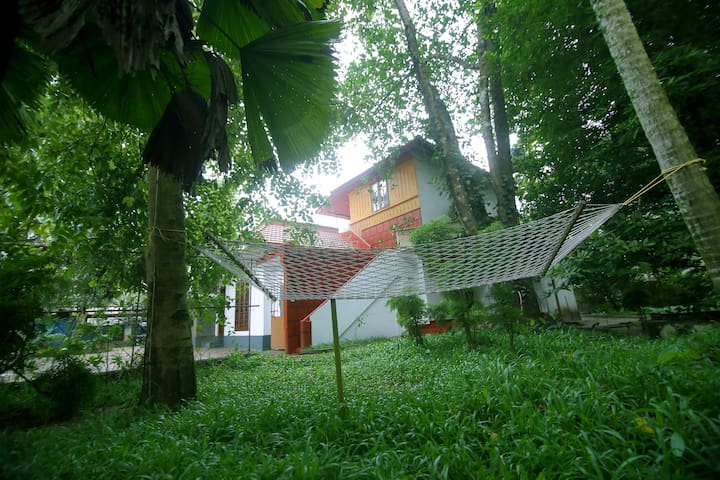 Beautiful Two Bedroom Family Homestay @ Marari..!