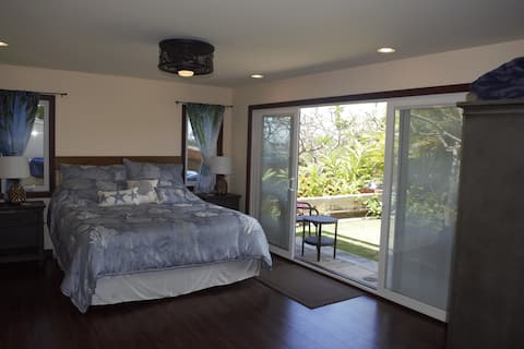 Spacious Hawaii Kai Cottage with A/C and Patio