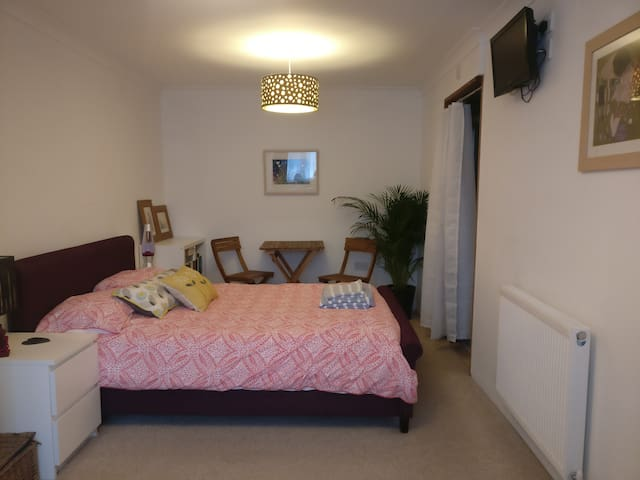 Central Falmouth Private Double Room with En-suite