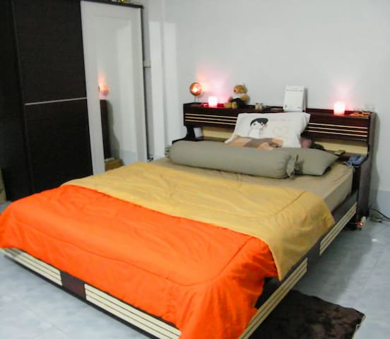 Sky Home Stay Near Airport Link - Bangkok - Bed & Breakfast
