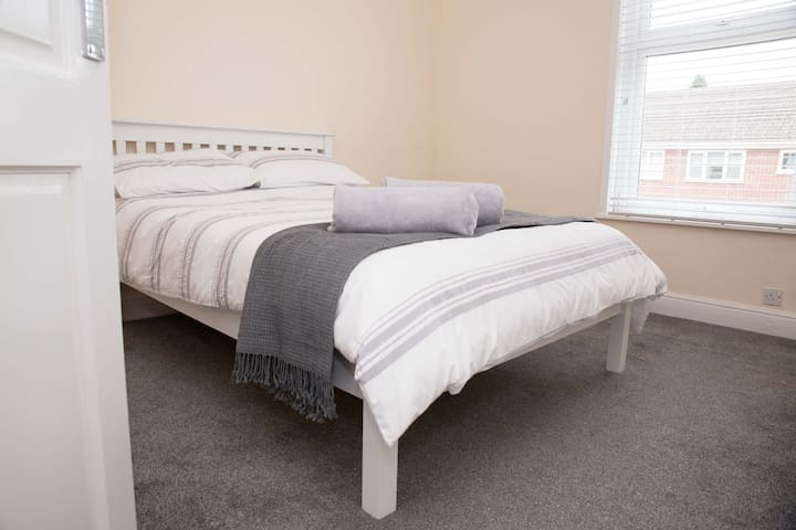 *Charnwood Cottage*Central location*Near M1