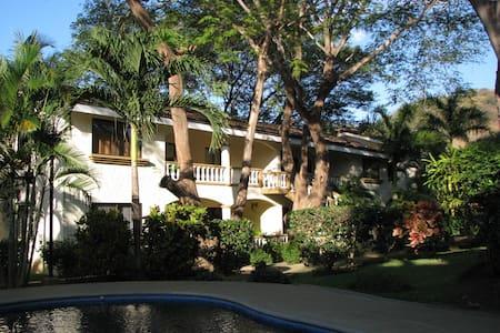 Luxury Condo in high-end community. Walk to beach. - Playa del Coco