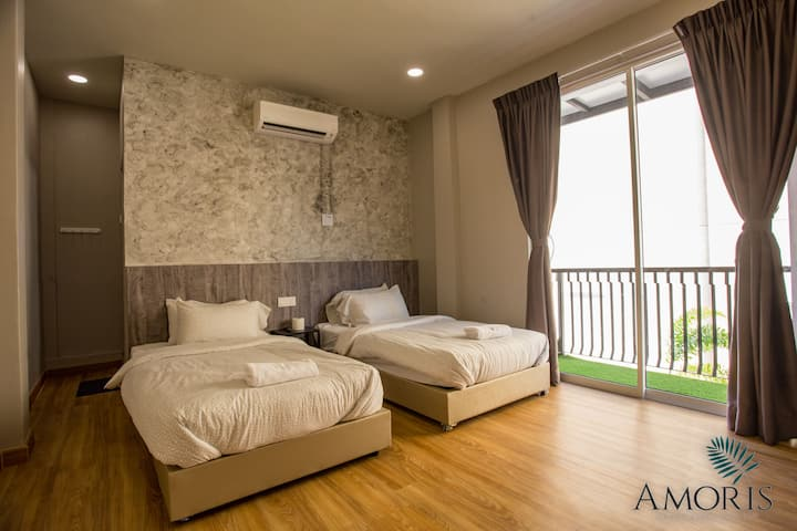 Private room with pool in center of Muar