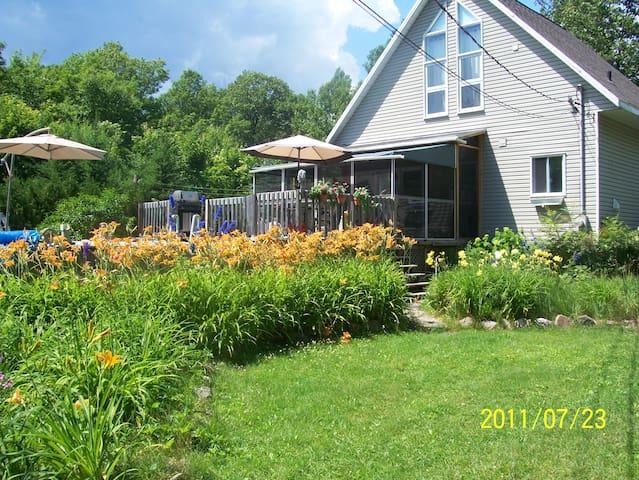 Maison en pleine nature avec accès au lac. - Quebec - House