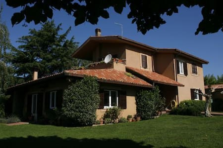 B & B Country Roma  - Sacrofano - Bed & Breakfast