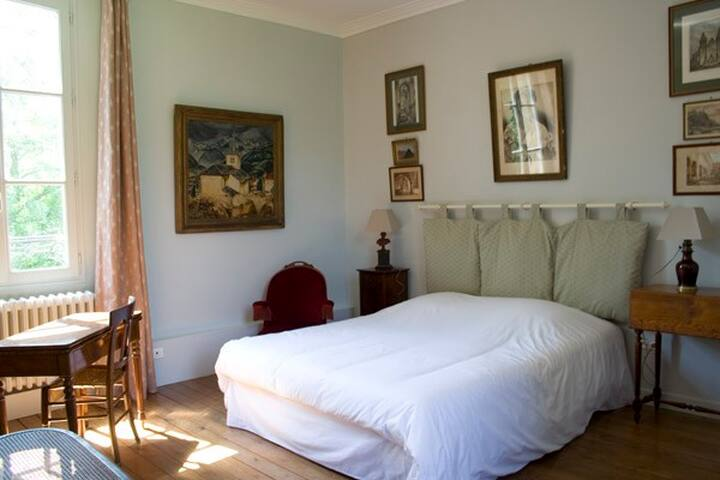 les Chambres de l'Abbaye. L'amour - Saint-Germer-de-Fly - Bed & Breakfast