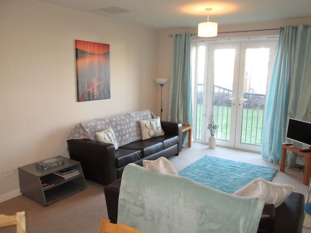 Luxury Waterfront Apt with Parking - Liverpool - Apartment