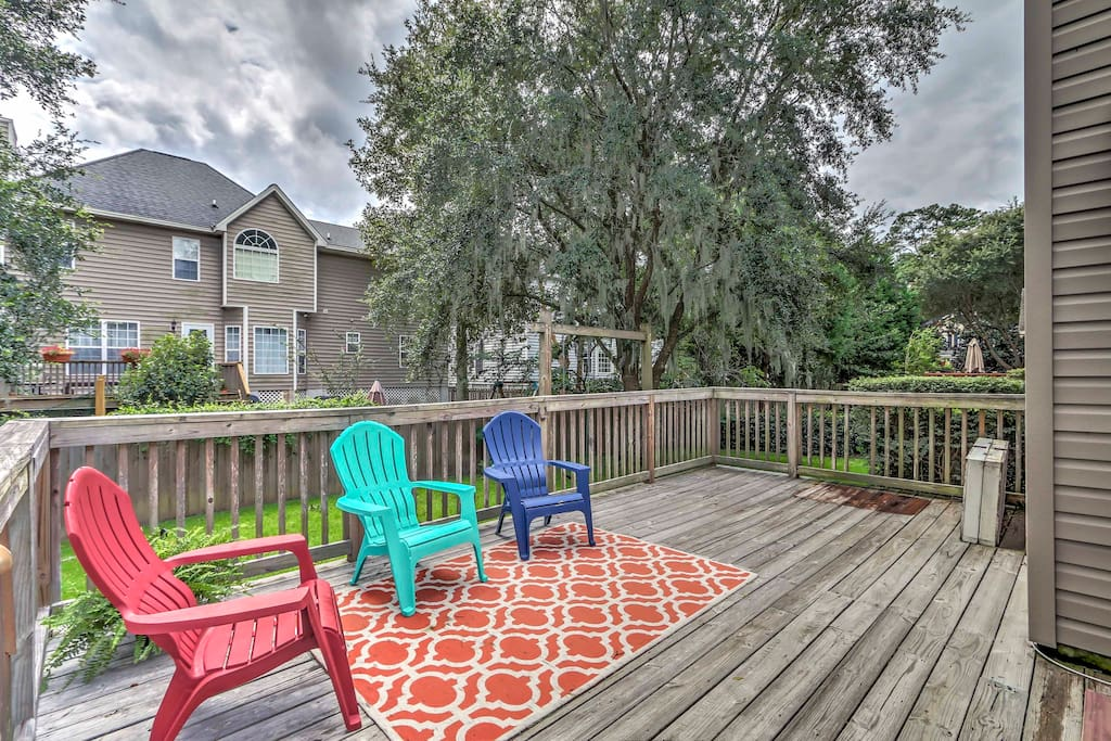 Situated in a lovely neighborhood in Wilmington Island, this 1,872-square-foot home comfortably accommodates 10 guests.