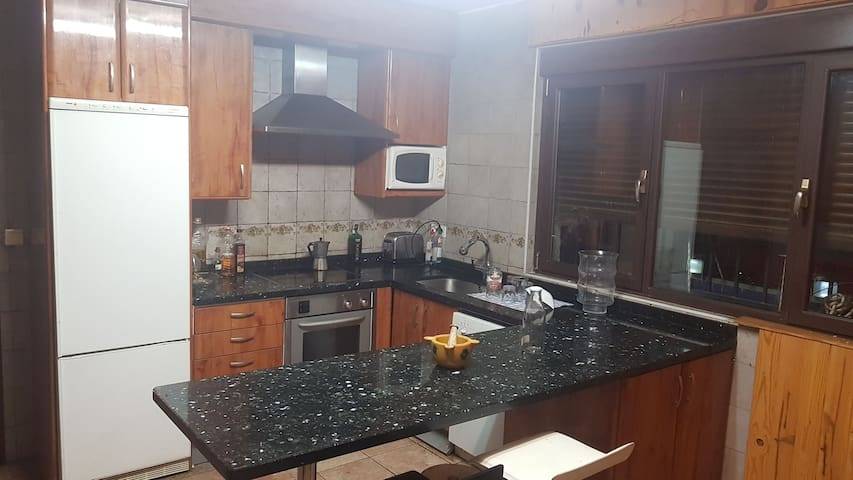 cocina completa,amplia y euipada