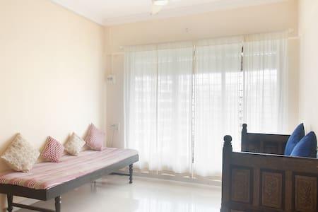 Airy Clean Cozy Apt in Ethnic Decor - Andheri East Mumbai