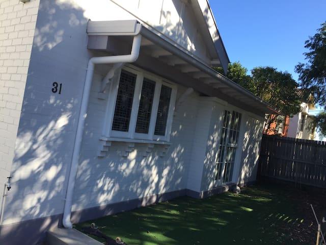 Fantastic room in cosy enclave - Kingsford - Rumah