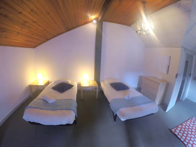 Double room or triple (extra bed for €150/month)