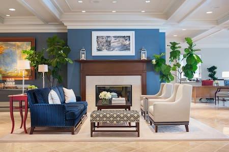 Lakefront Guestroom - Kirkland