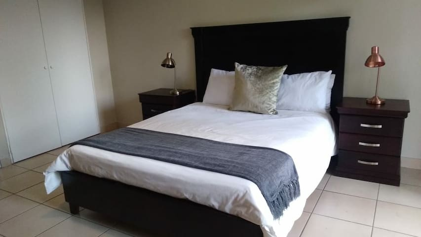 Guest suite 3 in Sandton- Queen bed