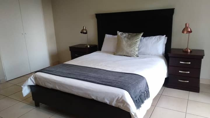 Guest suite 8 in Sandton- Queen bed