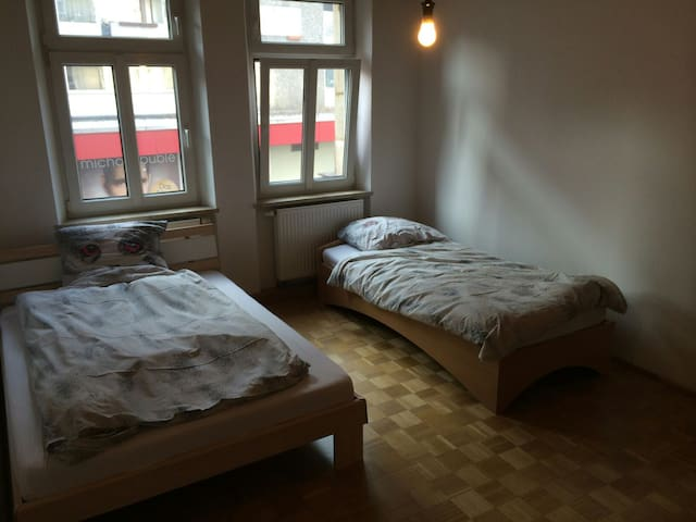 Own room with superb location for Toy Fair - Nürnberg - Flat