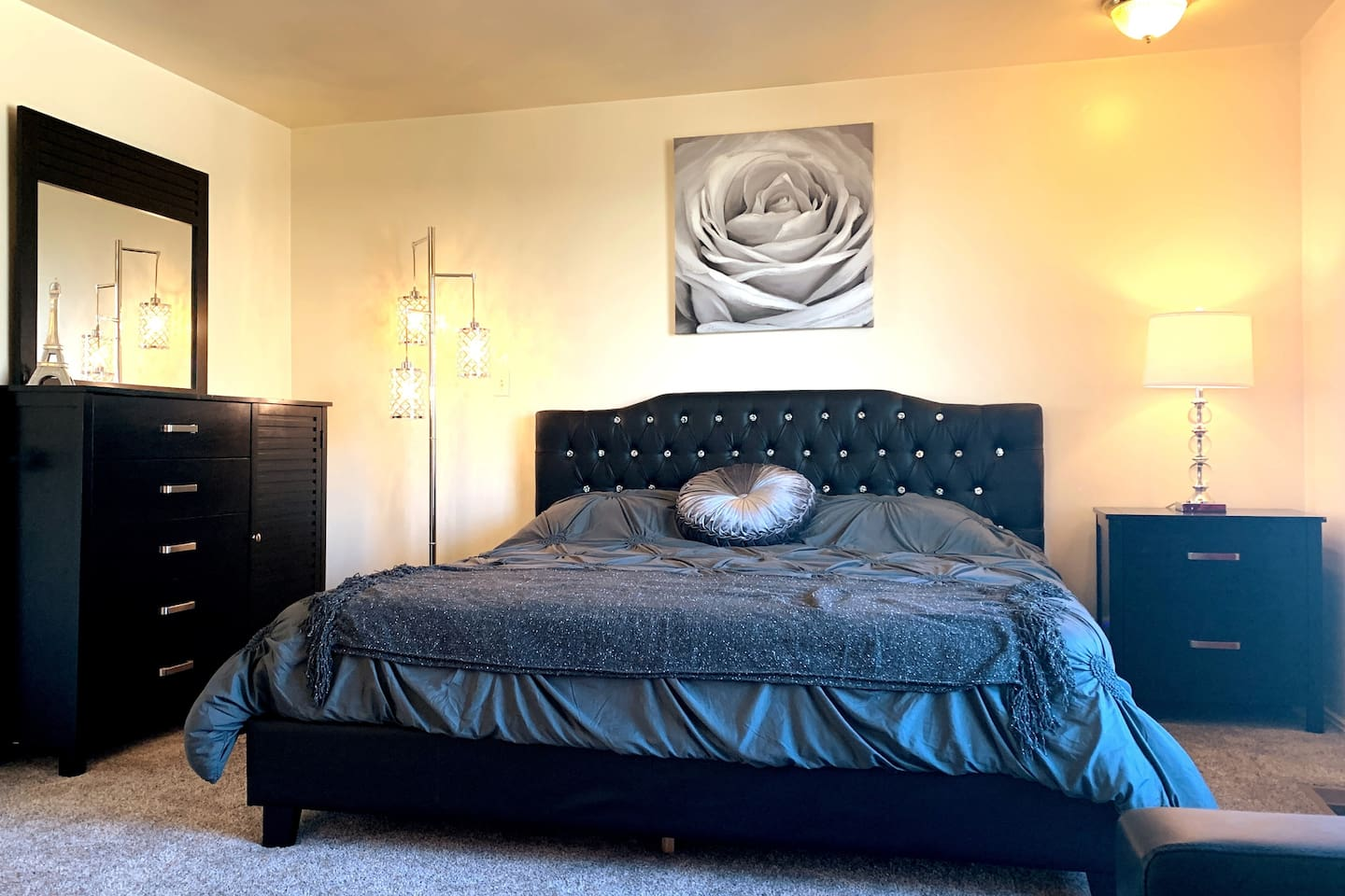 Master Bedroom with King-size bed!