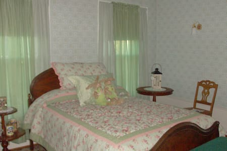 The Gabriella room is a private room. - Richfield - Bed & Breakfast