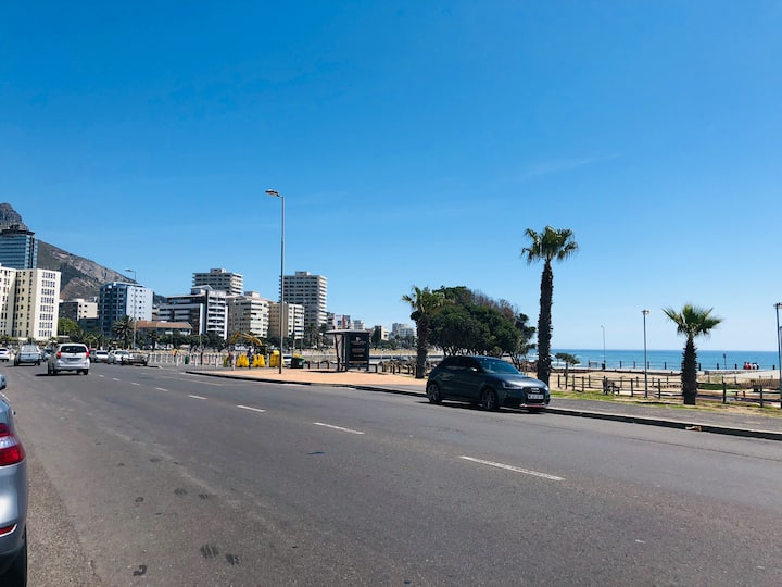 Private apartment on Beach Road in Mouille Point