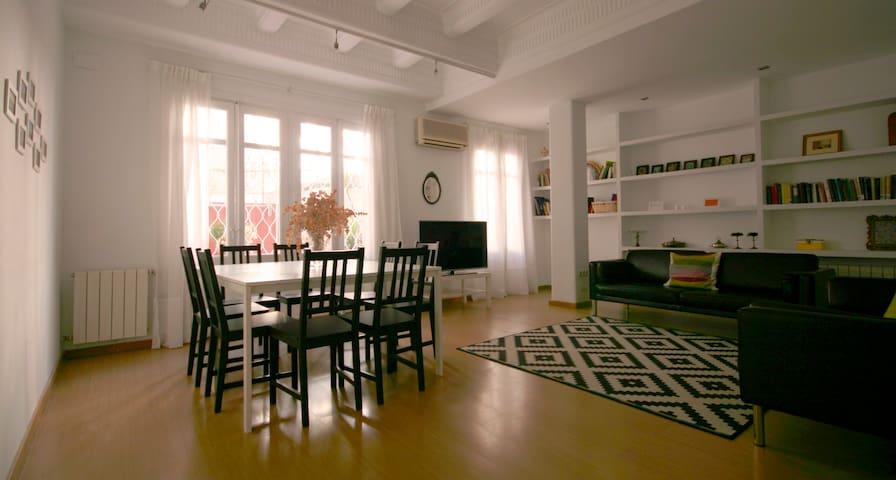WIDE AND CHARMING IN THE CITY CENTE - València - Apartamento