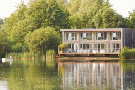 Larchwood Lodge at Lakes by Yoo  8 adults 3 kids - Gloucestershire - Dům