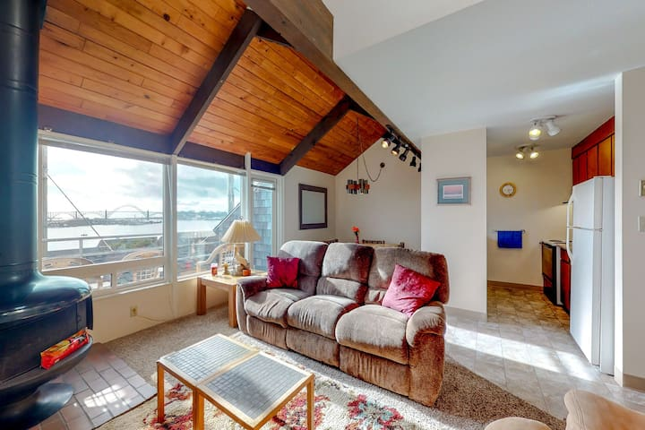 Bayfront condo with amazing views and shared hot tub, pool, sauna!