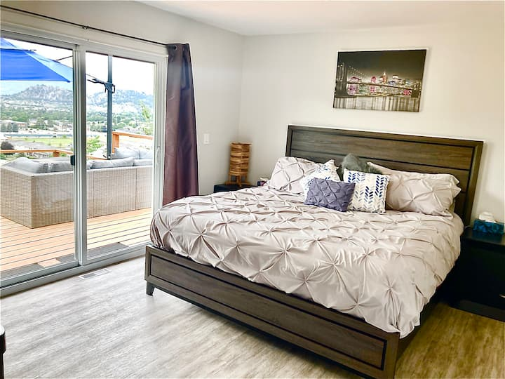 2-Bdrm Upper Level Home with Hot Tub, View & Deck
