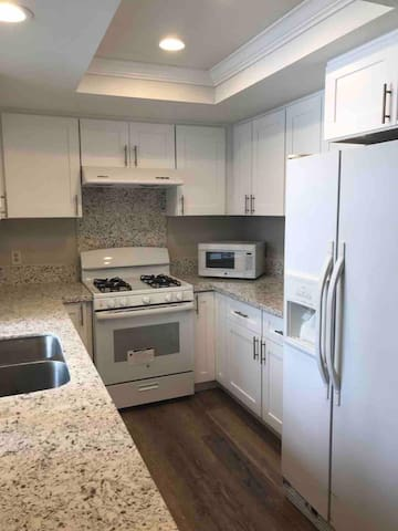 Nice Condo-Near Disneyland/Convention center