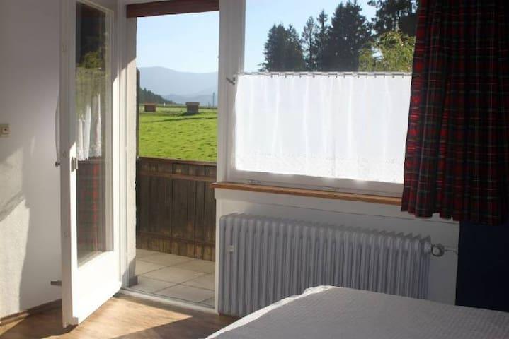 Café Pension Pfaus Heidburg, (Mühlenbach), Doppelzimmer Nr. 4 mit Balkon, Dusche und WC