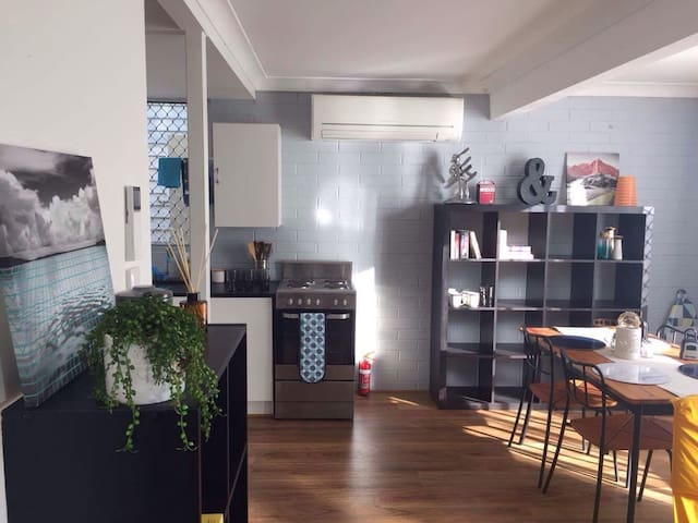 Beautiful and Spacious Flat 15mins from CBD