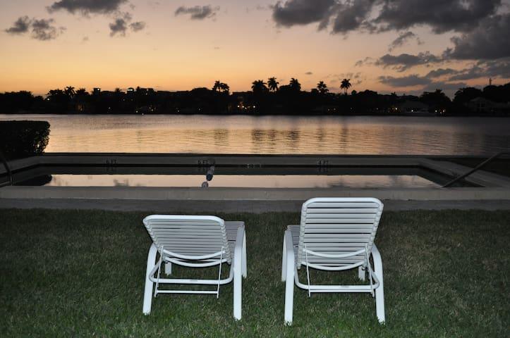 Waterfront w/ Pool Walk to Beach - Delray Beach - Apartment
