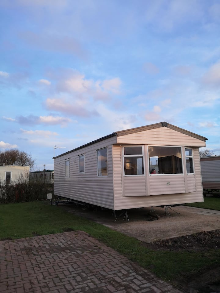 Great 6 berth caravan for hire at Skipsea Sands holiday park ref 41036NF