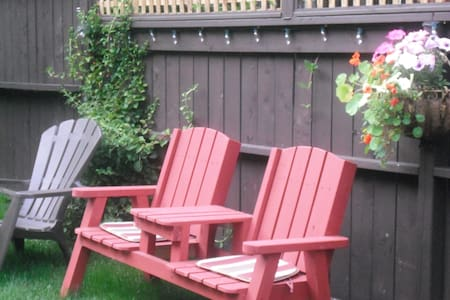 Garden Oasis in Downtown Dartmouth - Dartmouth